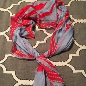 Beautiful scarf!! Large!